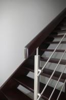 Detal - połączenie poręczy ze słupkiem ze stali nierdzewnej